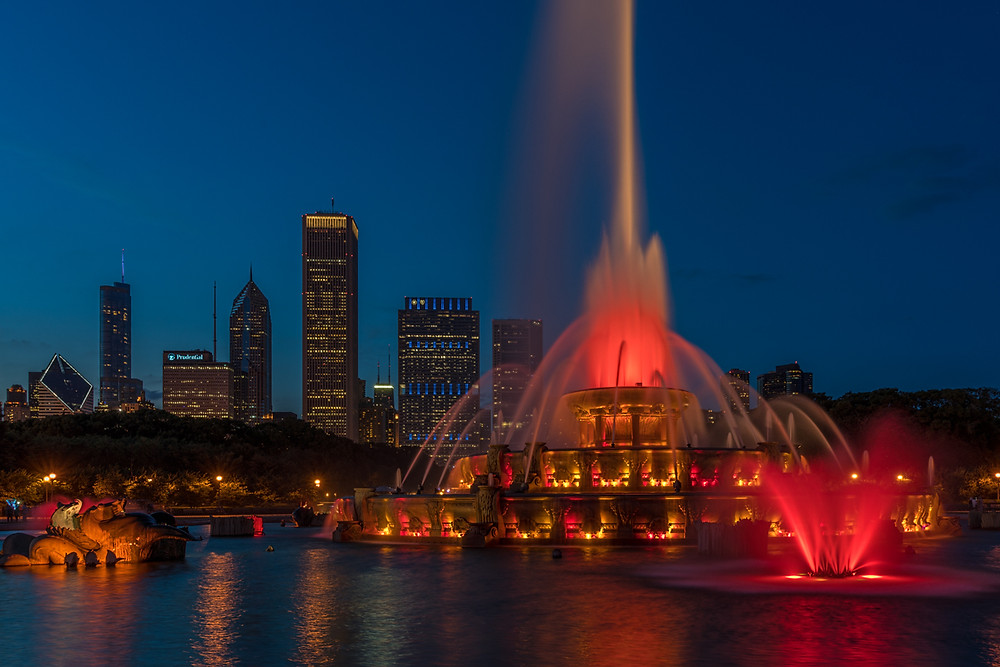 Buckingham Fountain in front of Chicago skyline at blue hour