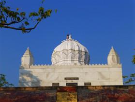 Rajgir_-_026_Jaina_Temple_(9242279353).j