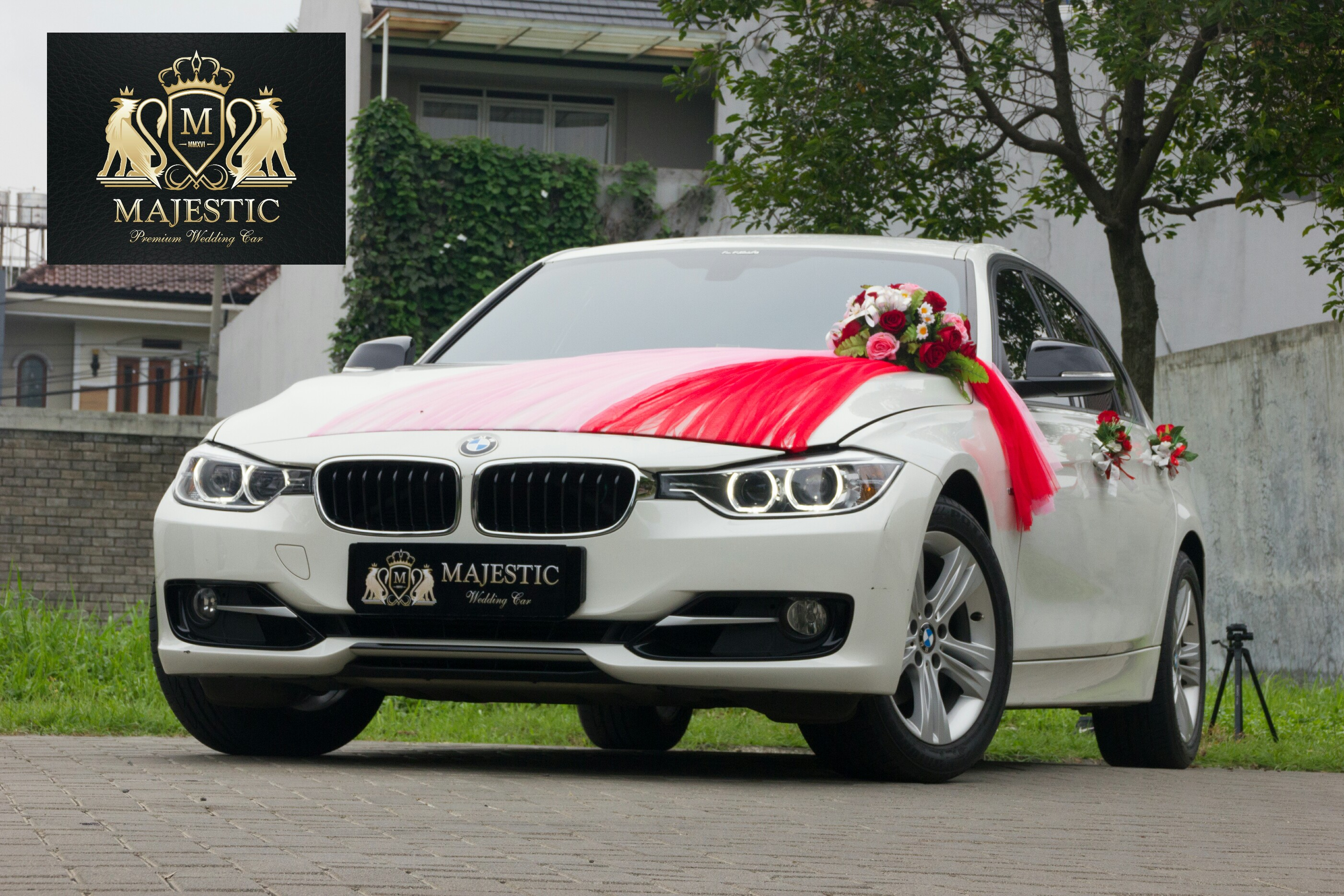 BMW_320i_White-4_tqinj6