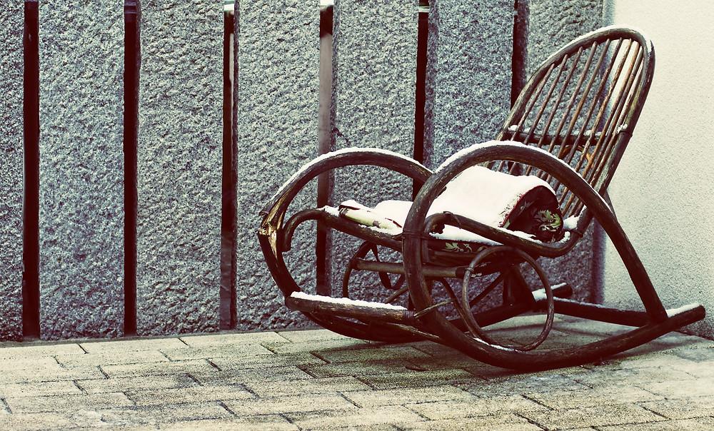 דאגה היא כמו כיסא נדנדה, היא נותנת לנו משהו לעשות אבל לא מובילה לשום מקום