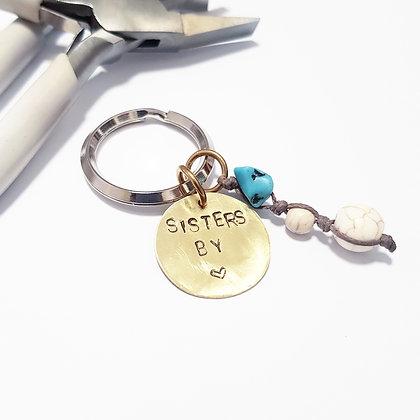 מחזיק מפתחות אחיות בלב