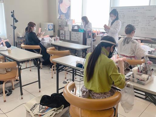 トレーニングハンドでジェルネイル検定 / 札幌ネイルスクール