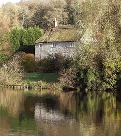 HC Colour Lakeside Cottage - Carol