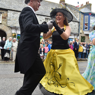 A Cornish event - Black And Gold - Keith