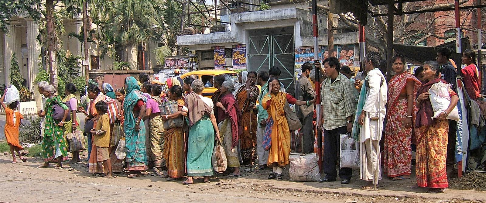 KF2 Street  HC - Bus queue - Ann