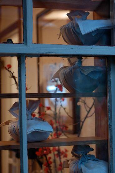 oryoki bowls through window