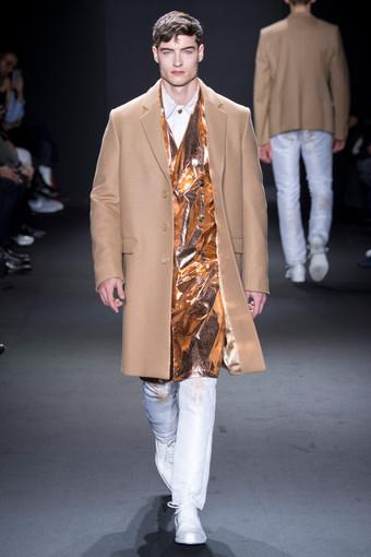 Calvin Klein completamente metalizada