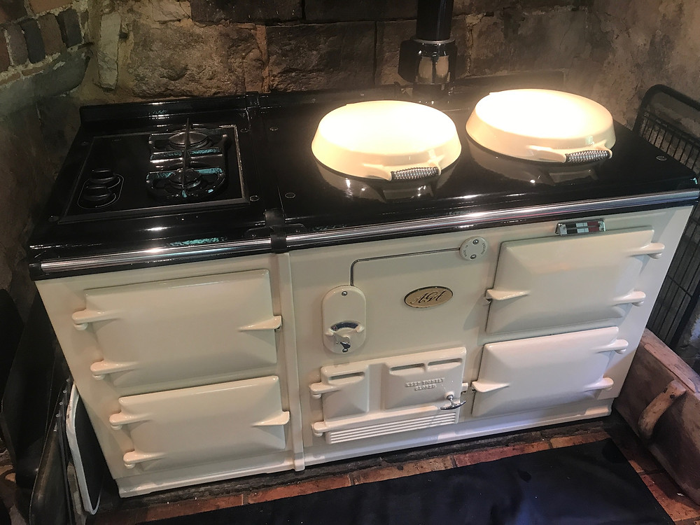 I really enjoyed cleaning this classic style Aga in Bletchingley Surrey; this beautiful Aga Classic range cooker follows the iconic style of the 1930s.