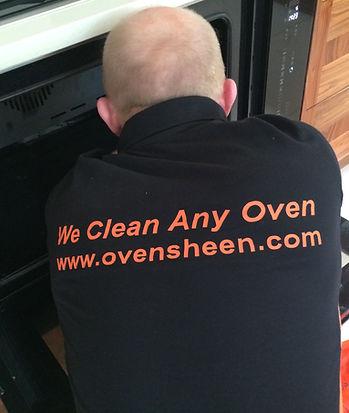 Oven Sheen cleaning technician