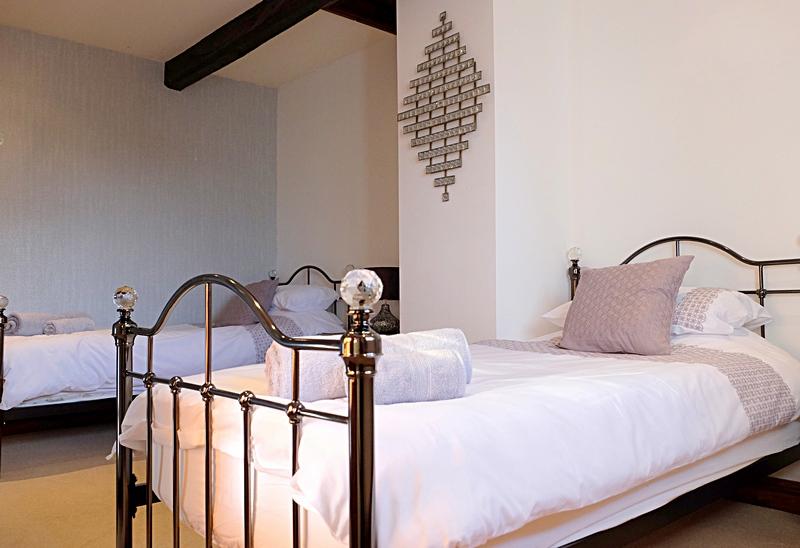 Twin bedroom Summerhill Court