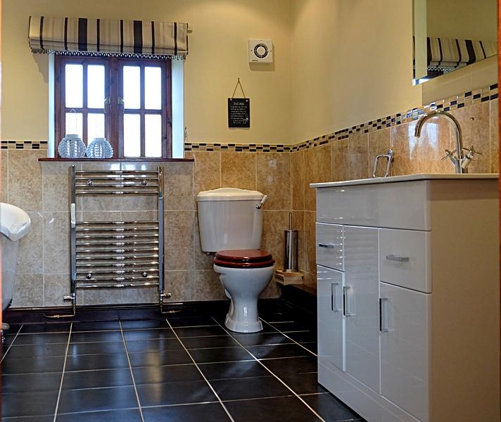 Family bathroom Summerhill Court