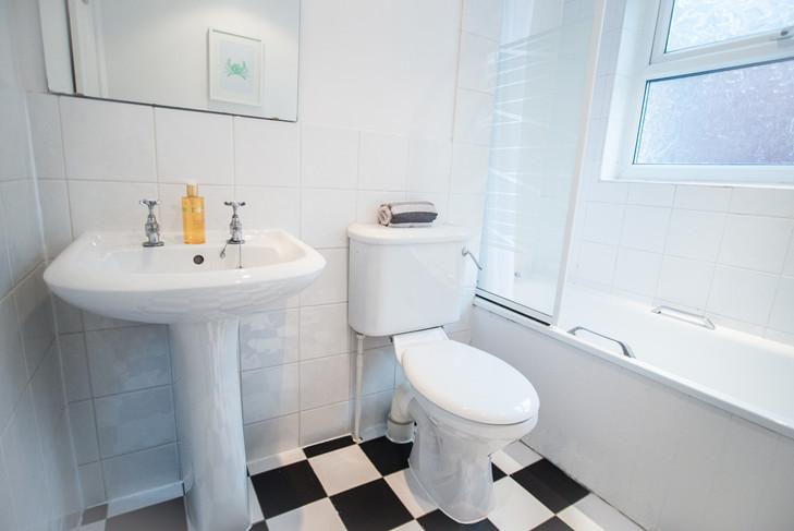 46 Beech lane Bathroom.jpg