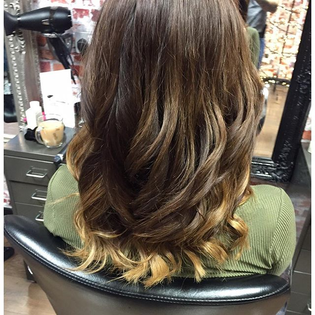 No filter needed.jpg Created these thick ombré waves using one row of Russian weave and the incredib