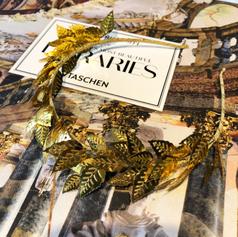 Headband in gold leaf