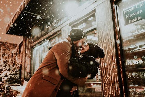 Couple love snow.jpg
