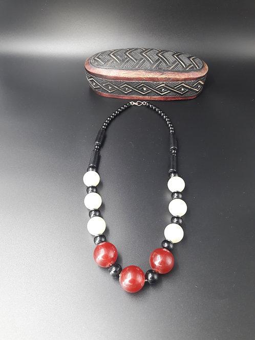 Magnifique collier en perles fabrication artisanale