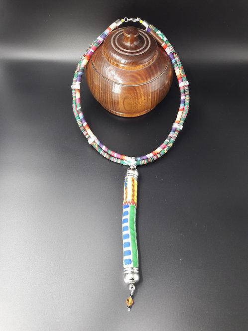 Collier tige multicolore avec tissu ethnique africain