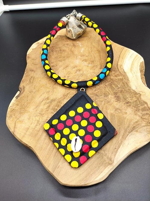 Collier avec pendentif en tissu wax