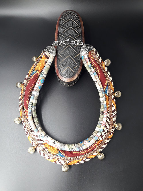 Collier ras de cou de style Massaï a quatre rang