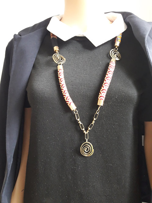 Sautoir stylé et coloré en tissu wax et métal doré avec pendentif
