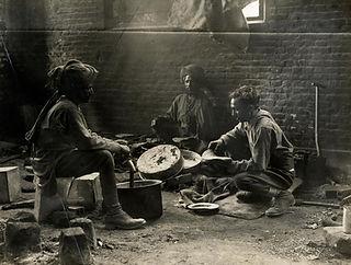 ww1 indian cvalry tropers preparing a me