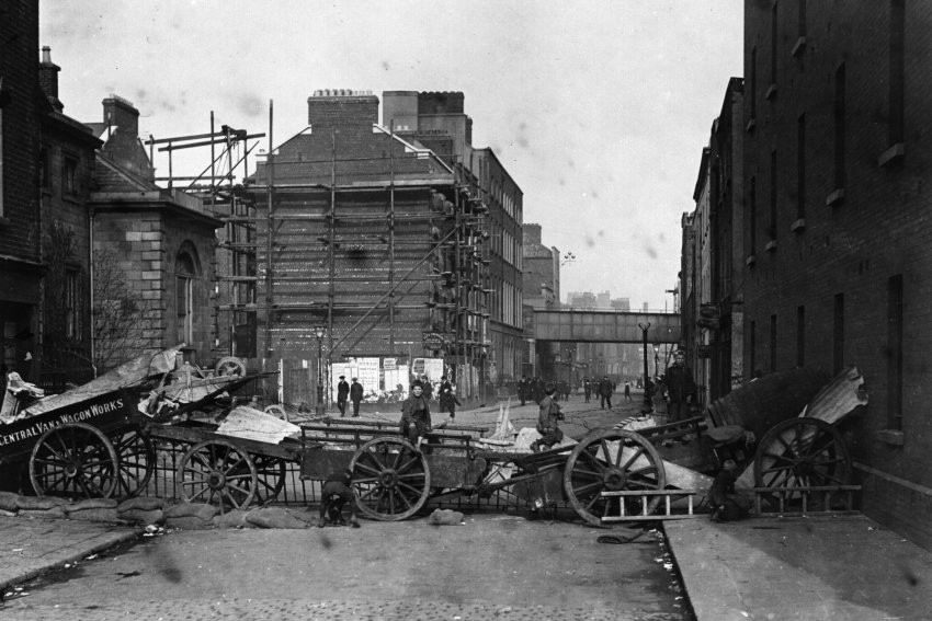 Street barricades in Dublin during the 1916 Easter Uprising.