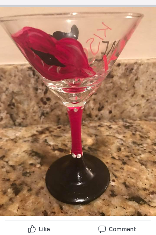 Kiss me martini glass