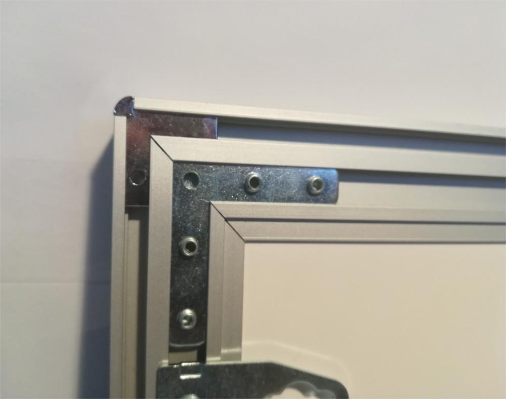 Šviečiantis rėmelis - LED Thinlite, išjungtas iš elektros, rodomas produkto kampų sujungimas