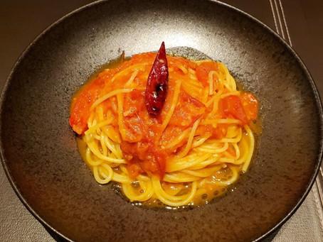 シェフのレシピを公開!                100%フレッシュトマトスパゲティ