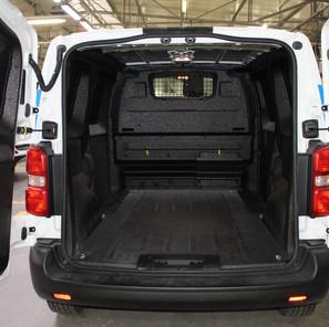 Toyota PROACE con recubrimiento protector de poliurea ACE.