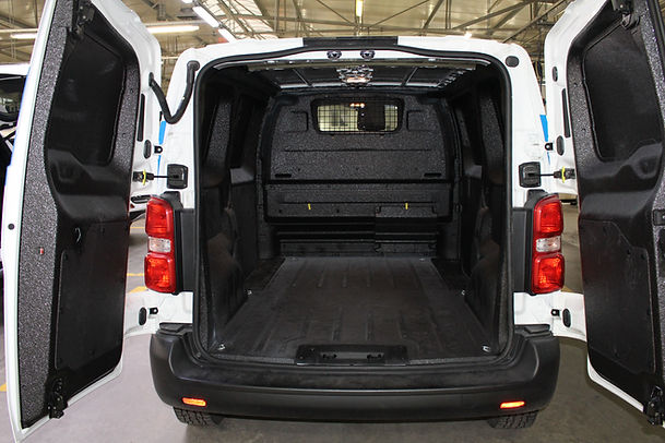 furgoneta con caja protegida recubierta poliurea