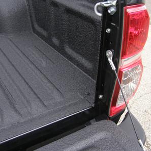 Detalles recubrimiento protector ACE para caja pick up.