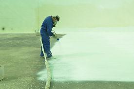 Poliurea en spray en caliente para deposito de agua de ARTLUX EUROPA.