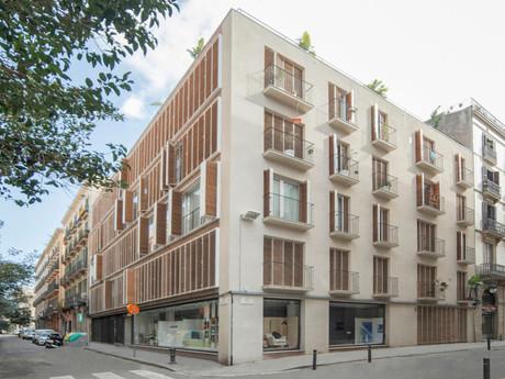 Rehabilitación con cambio uso edificio en c/ Anselm Clavé en Barcelona