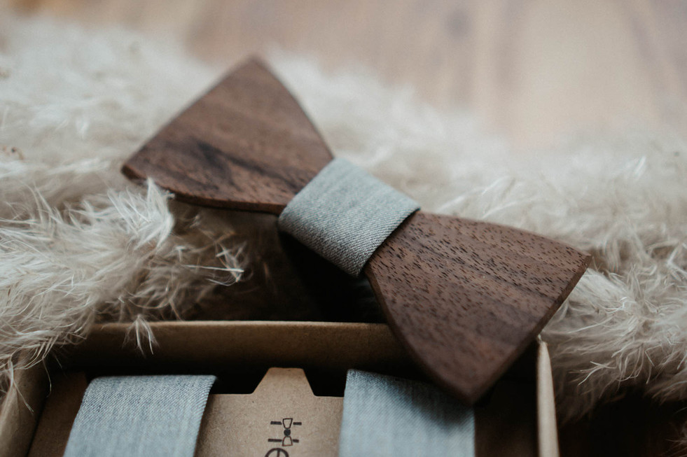 Holzfliegen als Accessoires