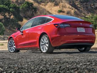 Elon Musk no recibe $$$ si Tesla no cumple