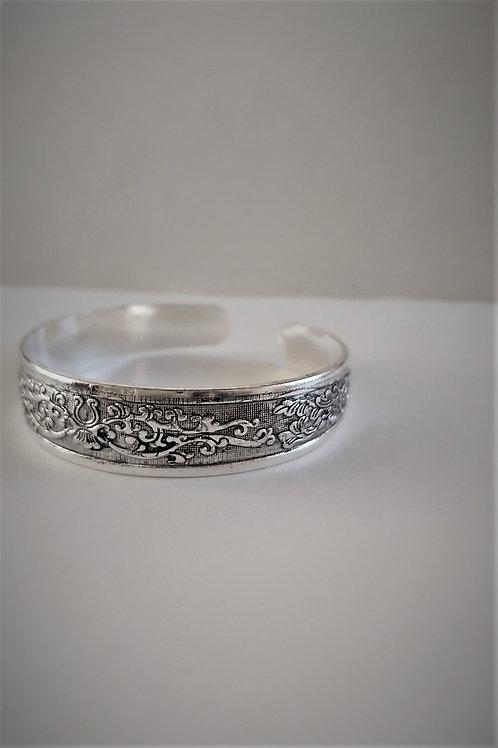 Bracelet en métal motif fleurs