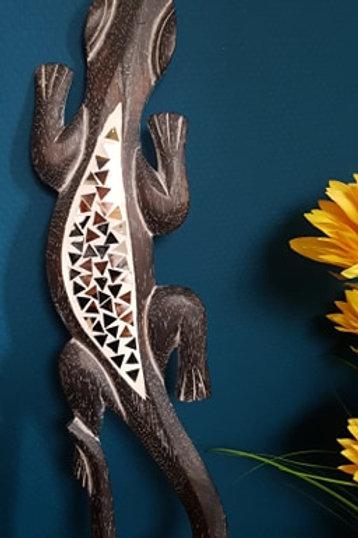 Salamandre foncée avec écailles en miroir