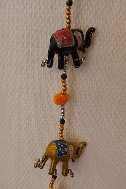 Carillon éléphants colorés