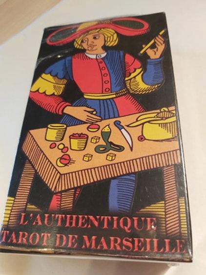 Tarot de Marseille (l'authentique) sur fond noir