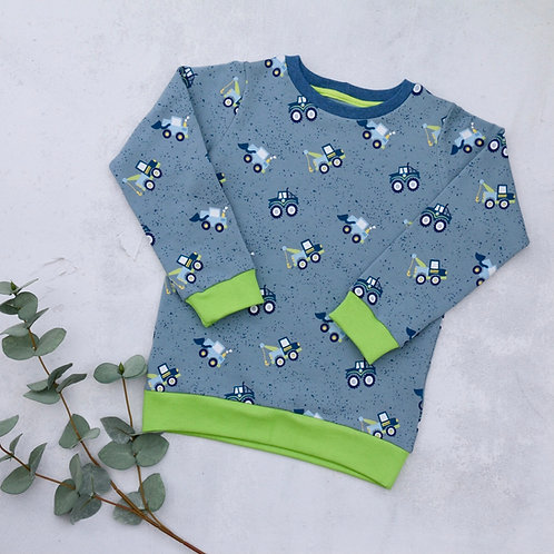 Graublaues Sweatshirt mit Fahrzeugen und grünen Bündchen