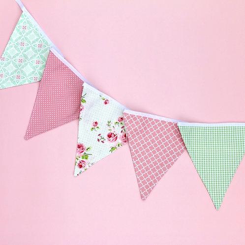 Wimpelkette mit 5 Wimpeln hellgrün / rosa / weiß