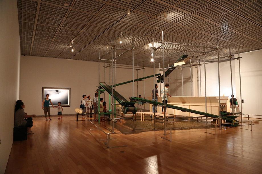 五円の滝、インスタレーション、お金、縁起物、美術館