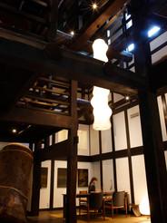 雑誌自遊人の宿「里山十帖」エントランスに大型作品を設置。