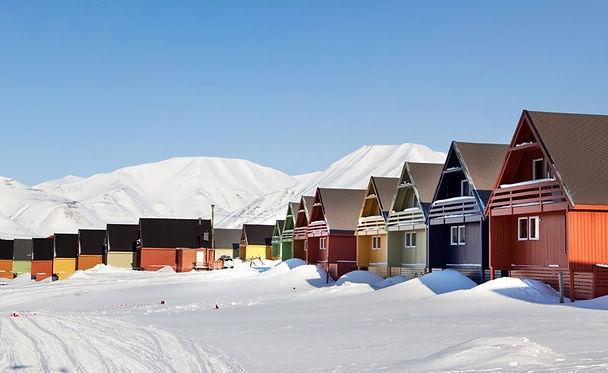 spitsbergen-longyearbyen-winter-coloured