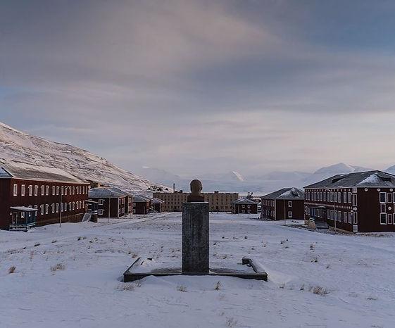Arctic Time Machine 3 days to Pyramiden
