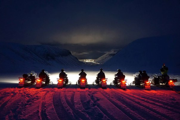 SNOWMOBILING BACK TO LONGYEARBYEN