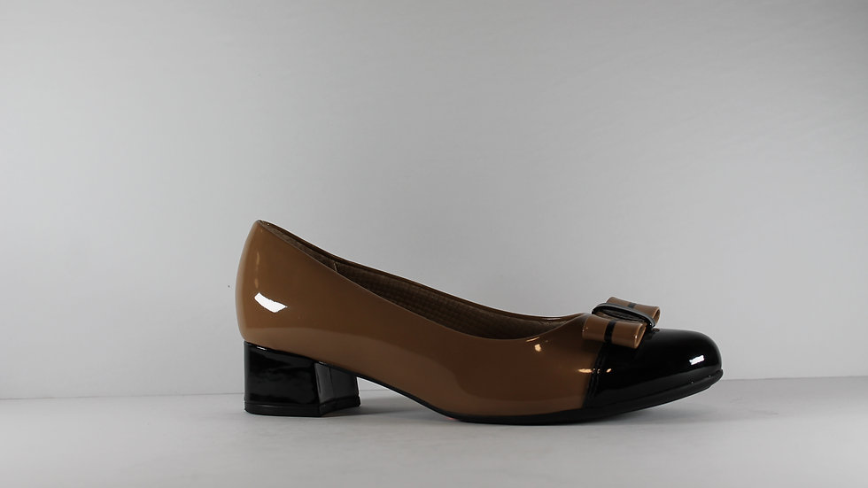 Piccadilly Low Heel Patent Bow Pump