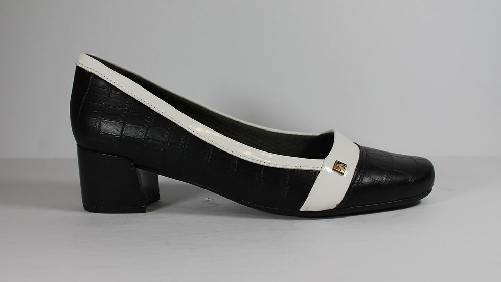 Piccadilly Black and White Pump