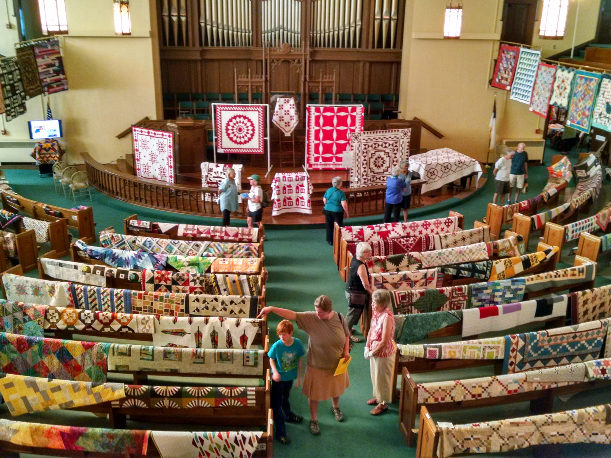 2017 Quilt Fest_Sanctuary from balcony_V